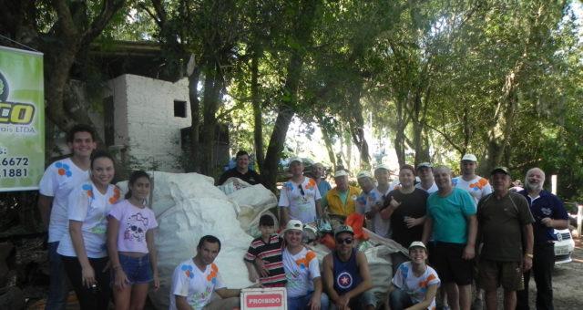 Mutirão recolhe meia tonelada de lixo no Rio Taquari